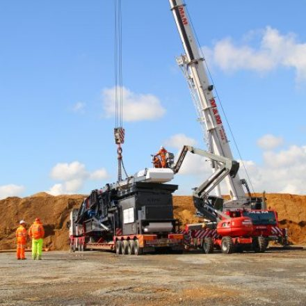 Big Projects Get Easier with Crane Hire Services
